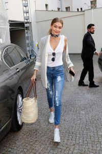 jeans-con-sneakers-outfit